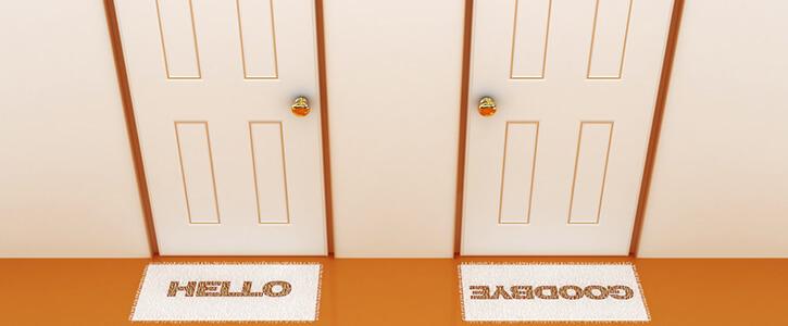 twee deuren met 'hello' en 'goodbye'